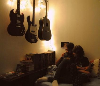 couple-cute-guitars-house-music-Favim.com-347778